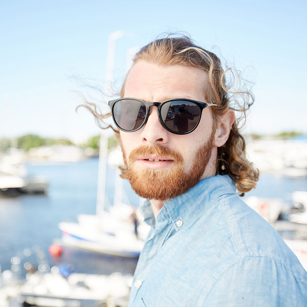 handsome-man-in-sunglasses-visiting-yacht-club-FP48CYH